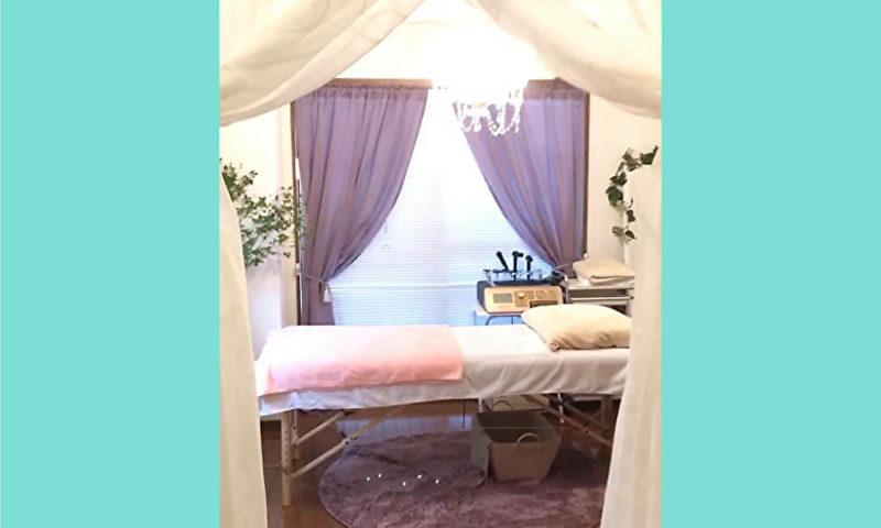 施術ベッドの上掛けの色